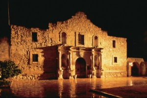 alamo-at-night