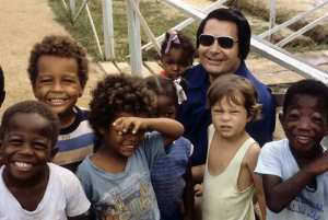 jjones-town-mass-suicide-children-with-jim-jones